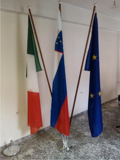11. Navadne zastave (zastavolin) na praporskem podstavku