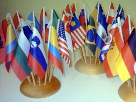 13. Namizne zastavice