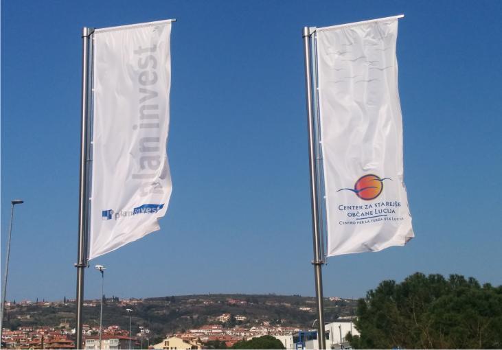 Zastave z logotipom