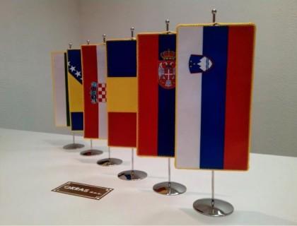4. Državne namizne zastavice
