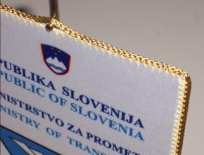 7. Namizna zastavica z logotipom