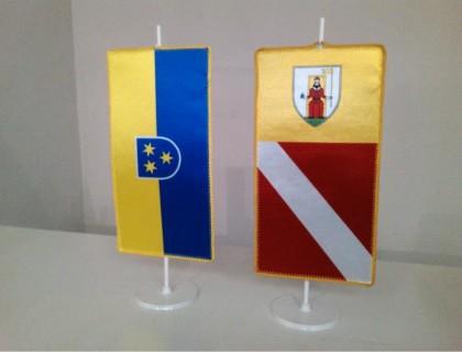8. Občinske namizne zastavice