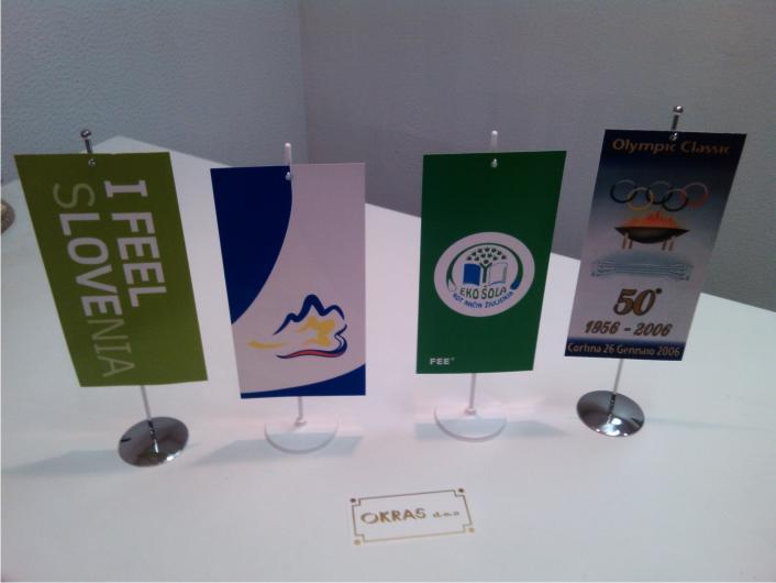 9. Namizne zastavice – karton